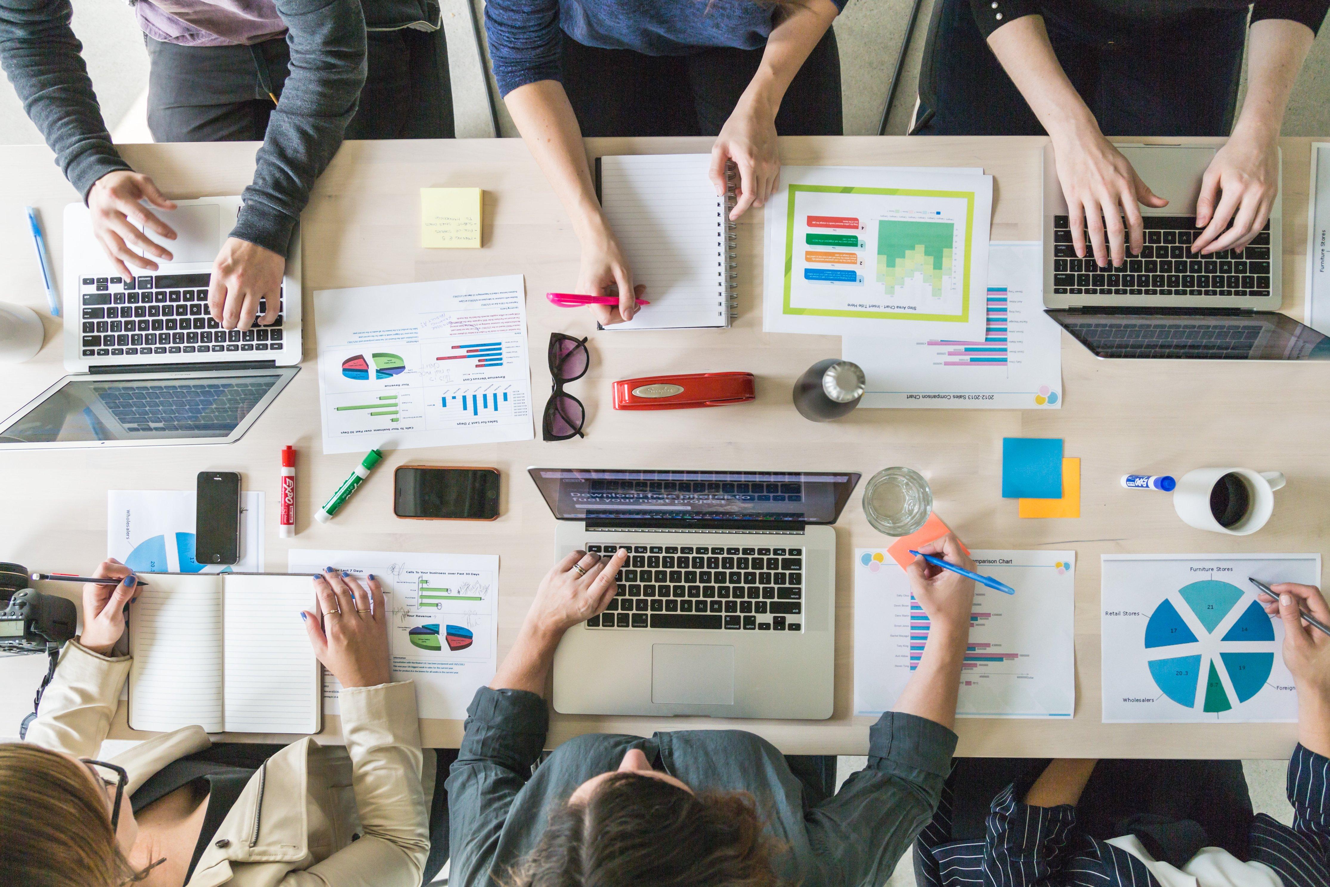 business-team-meeting-boardroom-lenomo-advisory